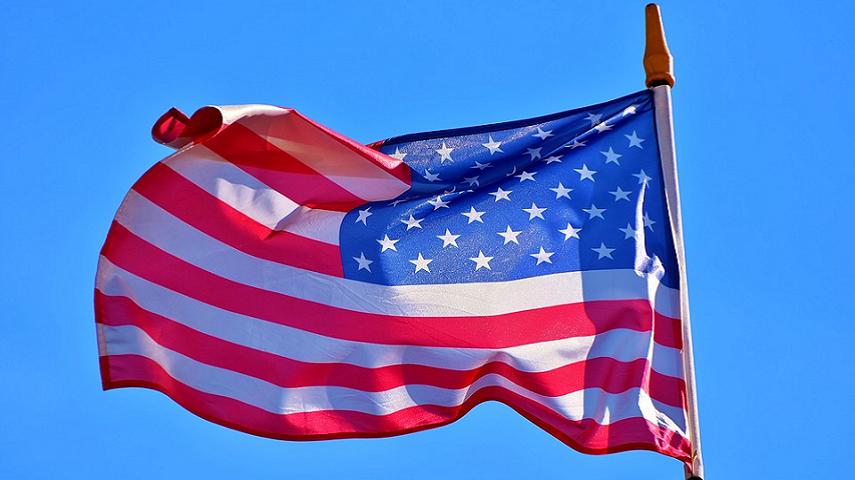 Tramp spustio, pa digao i opet spustio zastavu za Mekejna